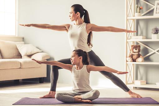 Yoga ist ein Familiensport. Begeistere auch deine Kinder für das Mutter-Kind Yoga.